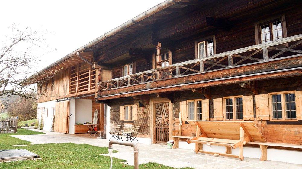 zimmerei-stoib-holzbau-holzahus-bauernhf-sanierung-blockbau-stall-lärche-fassade-umbau-denkmalgeschützt-13.jpg
