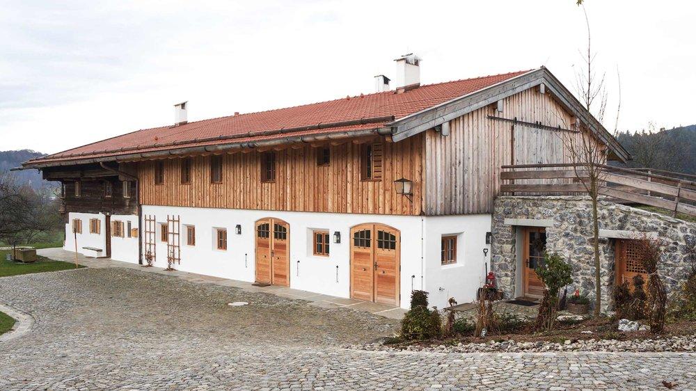 zimmerei-stoib-holzbau-holzahus-bauernhf-sanierung-blockbau-stall-lärche-fassade-umbau-denkmalgeschützt-15.jpg