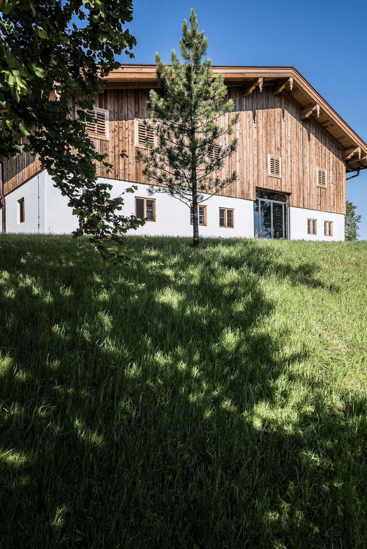 zimmerei-stoib-holzbau-sanierung-hof-umbau-altholz-innenausbau-festsaal-01.jpg