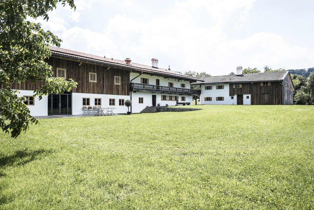 zimmerei-stoib-holzbau-sanierung-hof-umbau-altholz-innenausbau-festsaal-24.jpg
