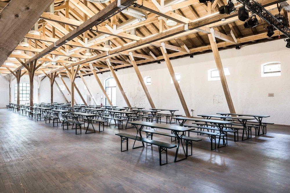 zimmerei-stoib-holzbau-holzhaus-gut-kaltenbrunn-tegernsee-festsaal-restaurant-sanierung-binderkonstruktion-käfer-rinderstall-18.jpg