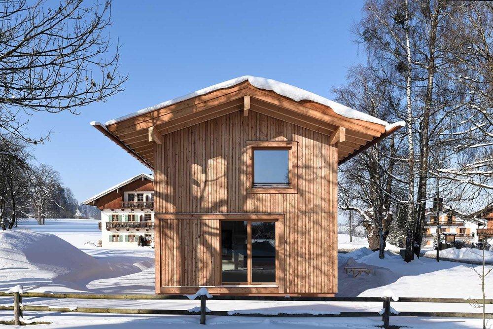 """Holzrahmenbau - Der Holzrahmenbau bietet die Möglichkeit, des individuellen """"Wandaufbaus"""" d.h. hinsichtlich der Dämmung können die Materialien je nach """"Einsatz"""" im Haus variieren."""