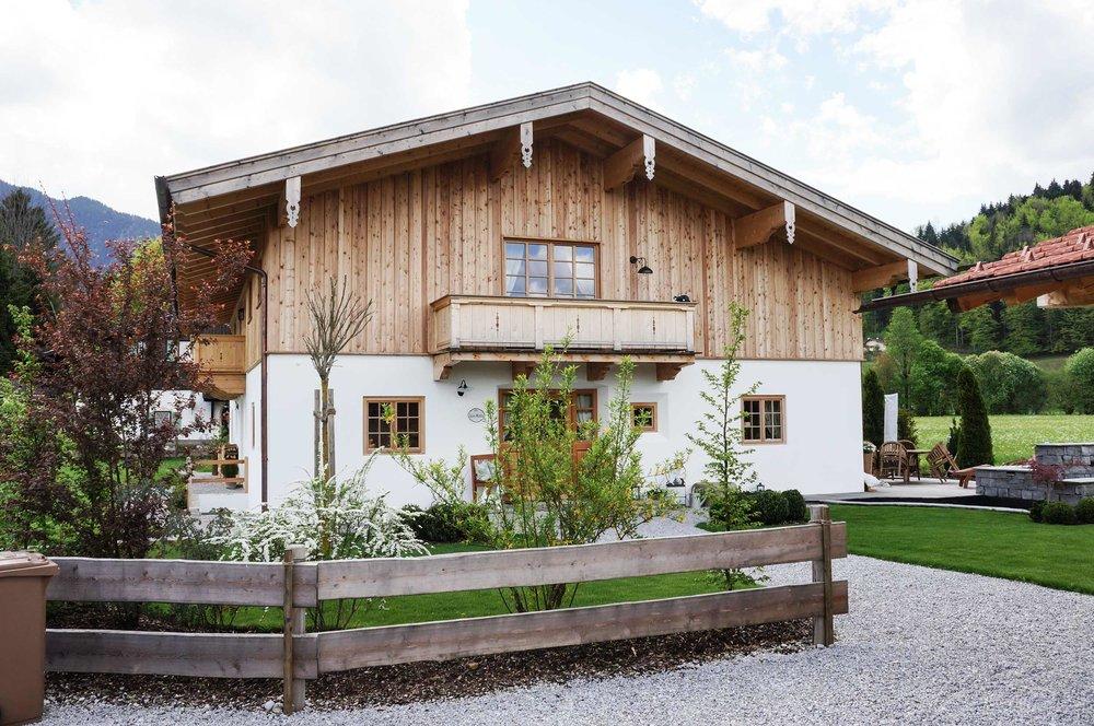zimmerei-stoib-holzbau-holzhaus-blockhaus-blockbau-holz-traditionell-oberbayern-balkon-tegernsee-05.jpg