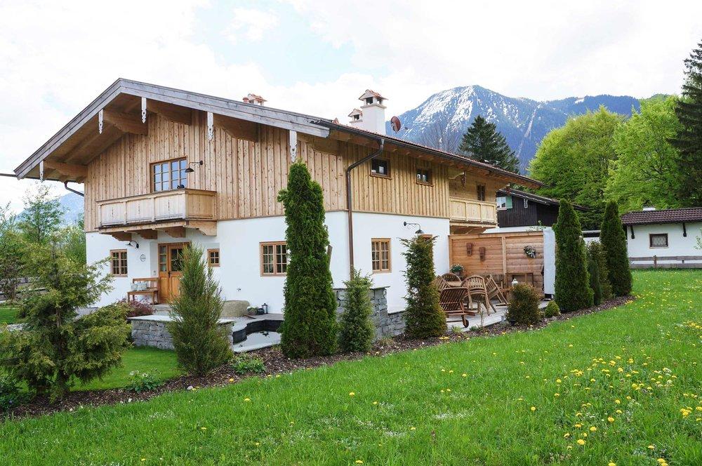 zimmerei-stoib-holzbau-holzhaus-blockhaus-blockbau-holz-traditionell-oberbayern-balkon-tegernsee-04.jpg