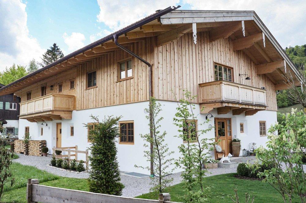 zimmerei-stoib-holzbau-holzhaus-blockhaus-blockbau-holz-traditionell-oberbayern-balkon-tegernsee-06.jpg