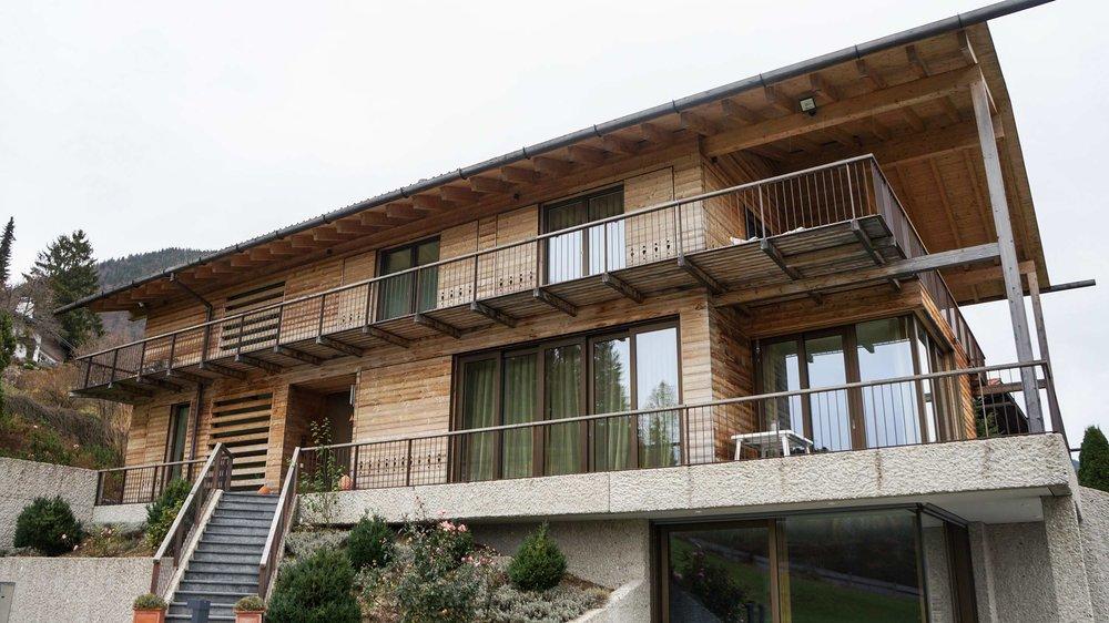 zimmerei-stoib-holzbau-holzhaus-schiebeläden-balkon-thermoholz-schalung-tegernsee-18.jpg