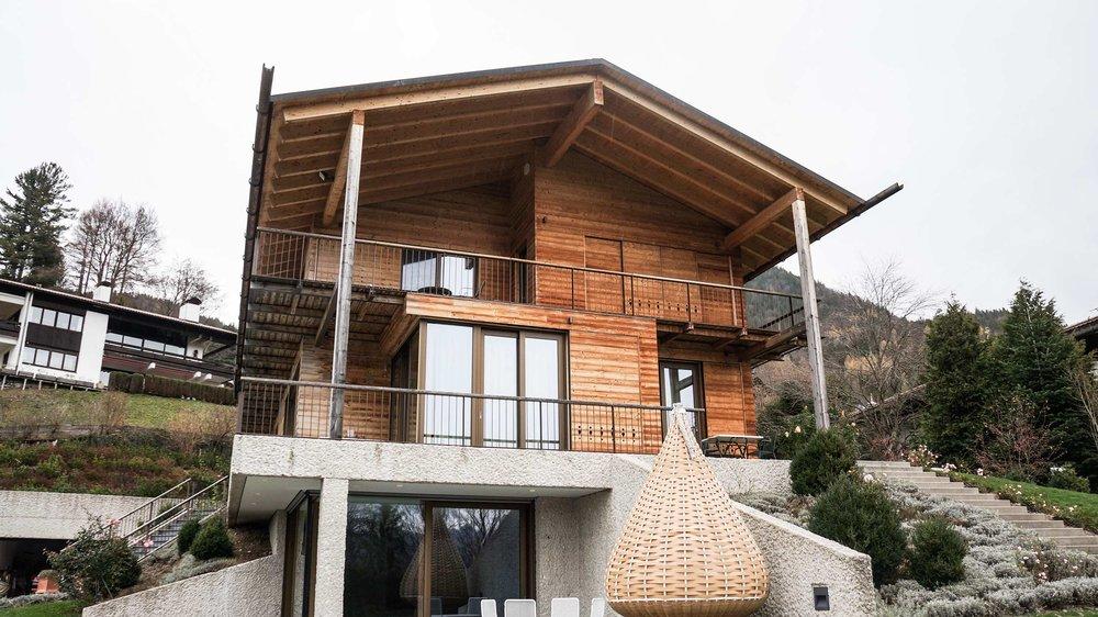 zimmerei-stoib-holzbau-holzhaus-schiebeläden-balkon-thermoholz-schalung-tegernsee-21.jpg