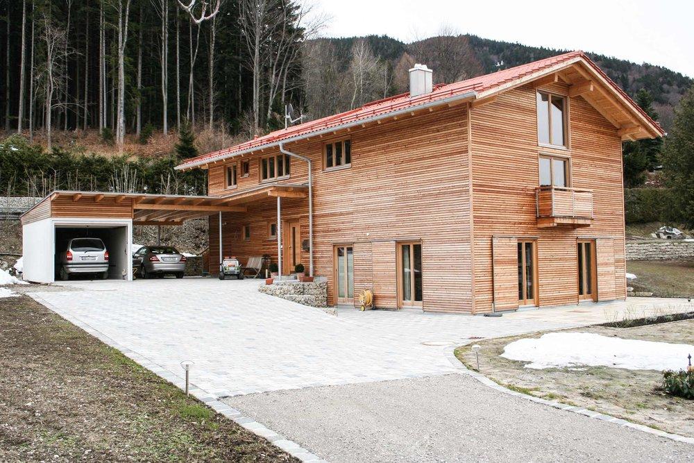 zimmerei-stoib-holzbau-holzhaus-modern-lärche-fassade-latten-fenster-landhaus-08.jpg