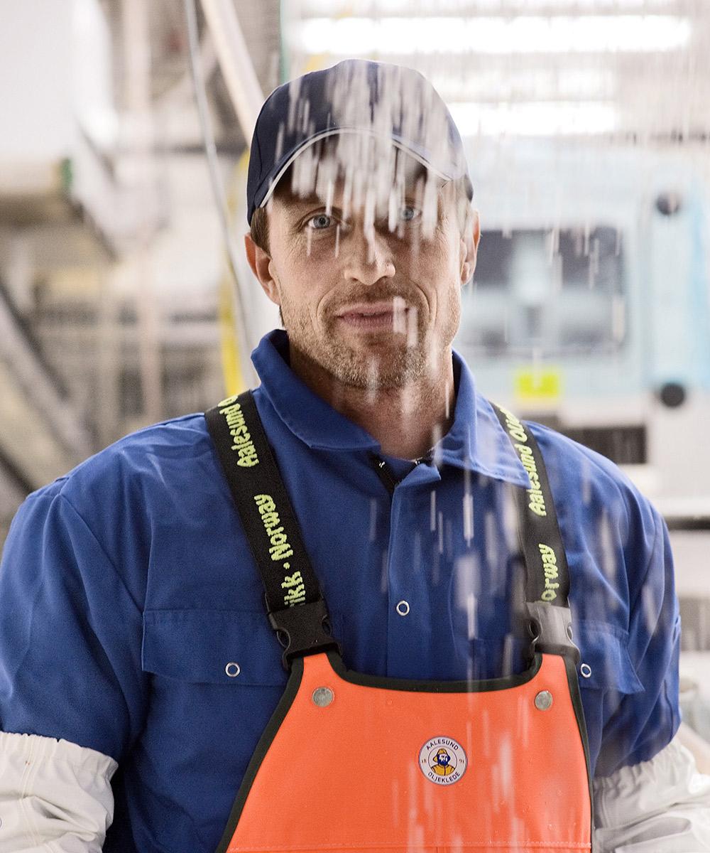 Det finnes ikke dårlig vær - Norske forhold krever allsidig arbeidstøy som tåler ekstreme forhold. Arbeidsdrakten skal holde deg trygg, varm, tørr og også være god å jobbe i. Velg komfortabel bekledning, med innebygde flyteegenskaper.