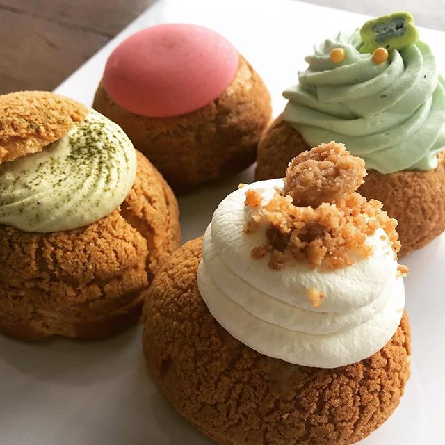 Magically Delicious 🍀🌈 Baileys Chocolate, Banana Cream, Raspberry, Green Tea are sharing the spotlight with all your other favourite cream puffs today. Open till 2pm! See you soon!  #pastries #creampuffs #choux #whatwedobest #905 #cheatday #foodporn #tofoodies