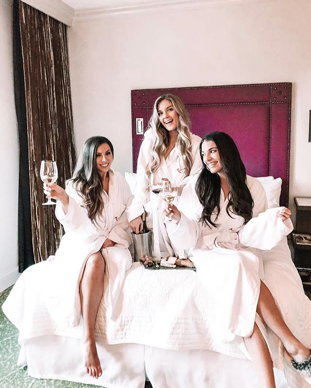 Girls just wanna have fun😜 | Weekend staycation recap + review of the @grandbohemianmountainbrook is live #ontheblog today!🧖🏻‍♀️🍷 Head over to the #linkinbio to read all about our fun girls weekend & for all outfit details! . #carlylethorntontravels #kesslercollection #autographhotels #boutiquehotels