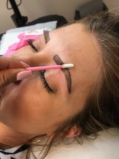 - Here you can see the drawing of where she outlined the brow during the process.