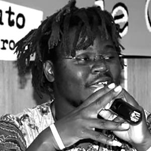 Julio Langa  est un anthropologue mozambicain spécialisé dans la promotion et le développement des droits de l'homme. Julio est le coordinateur national de HOPEM, un réseau de la société civile travaillant sur les questions de la masculinité, de l'égalité des genres, de la SDSR et de la violence sexiste.