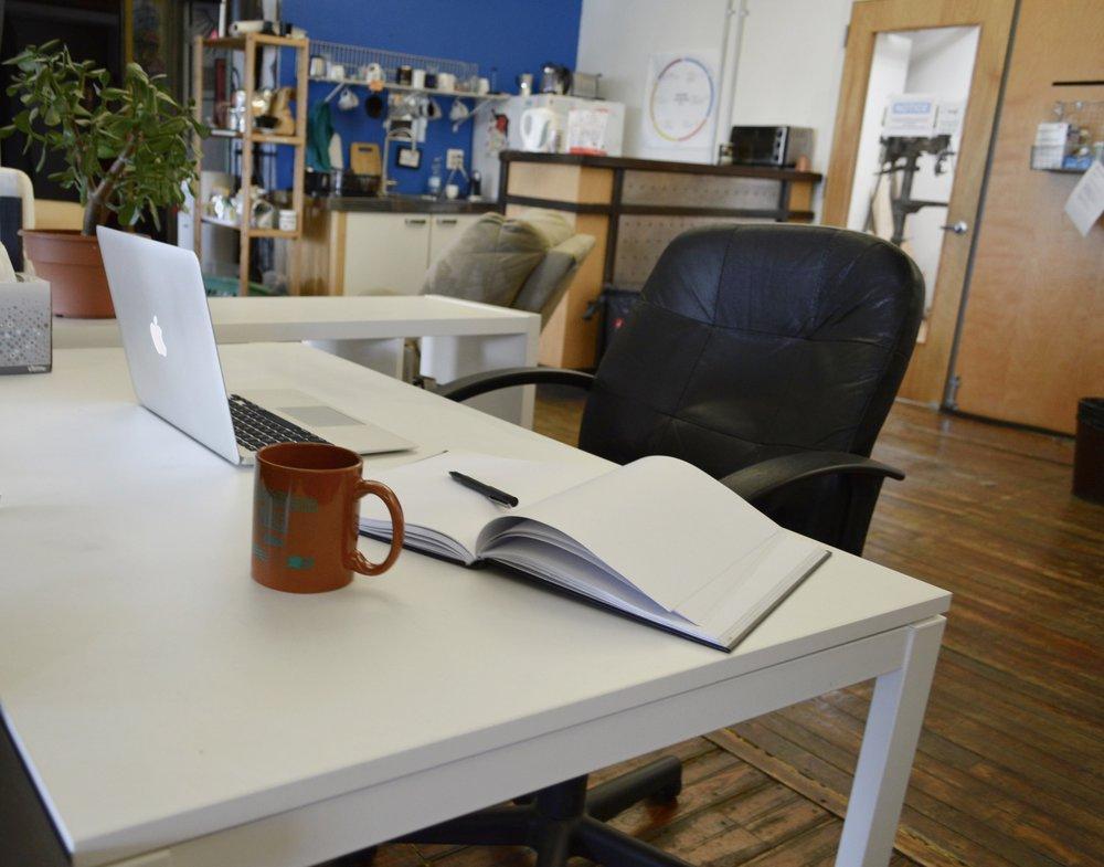 IL Full Desk