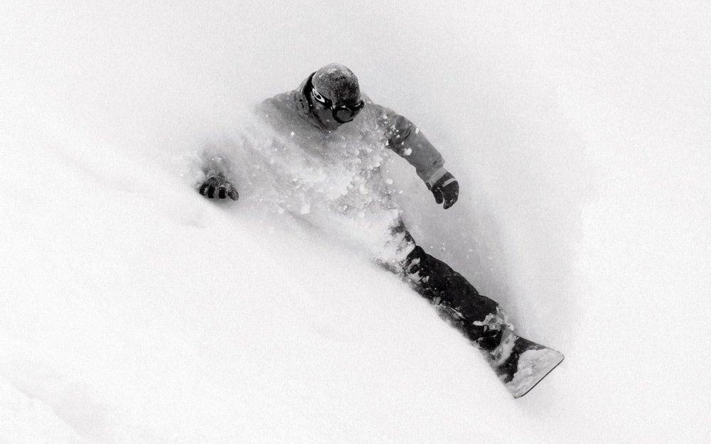 sports_monochrome_snowboarding_1680x1050_59780.jpg