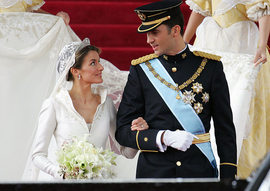 King Felipe VI of Spain marries Letizia.