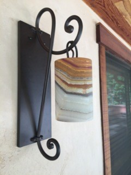 outdoor sconce 3 illuminee.png