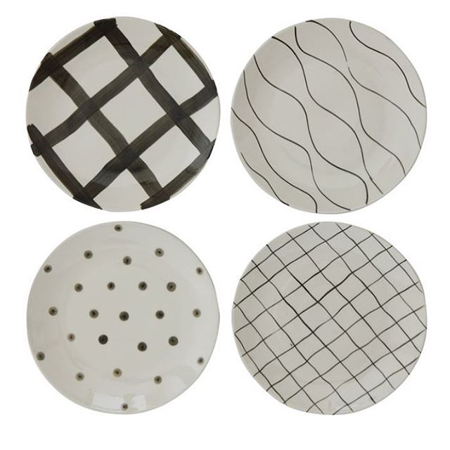 It's simply black and white! Great new pieces to accent your table . #dishes #dishesfordays #homeaccents #designer #vibes #blackandwhite #home #plates