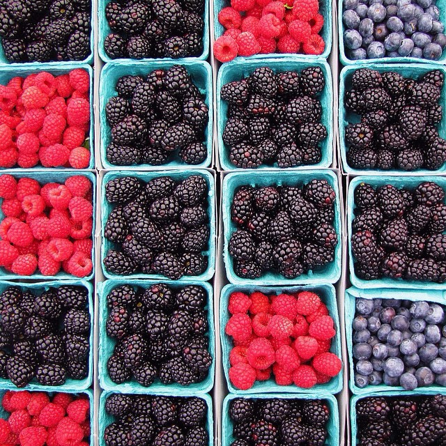 farmersmarketberries copy.jpg