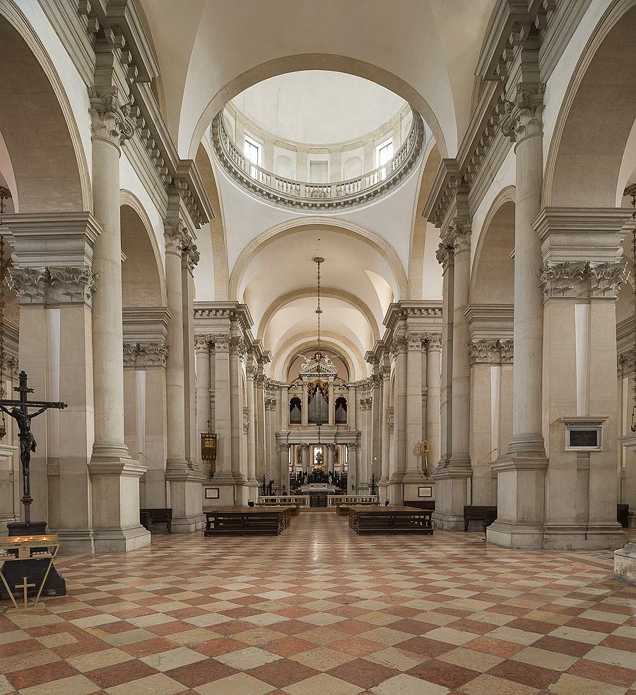 Interior towards Altar, Teggelaar.com