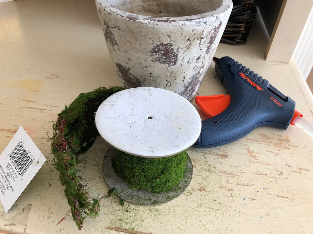moss roll with pot and glue gun