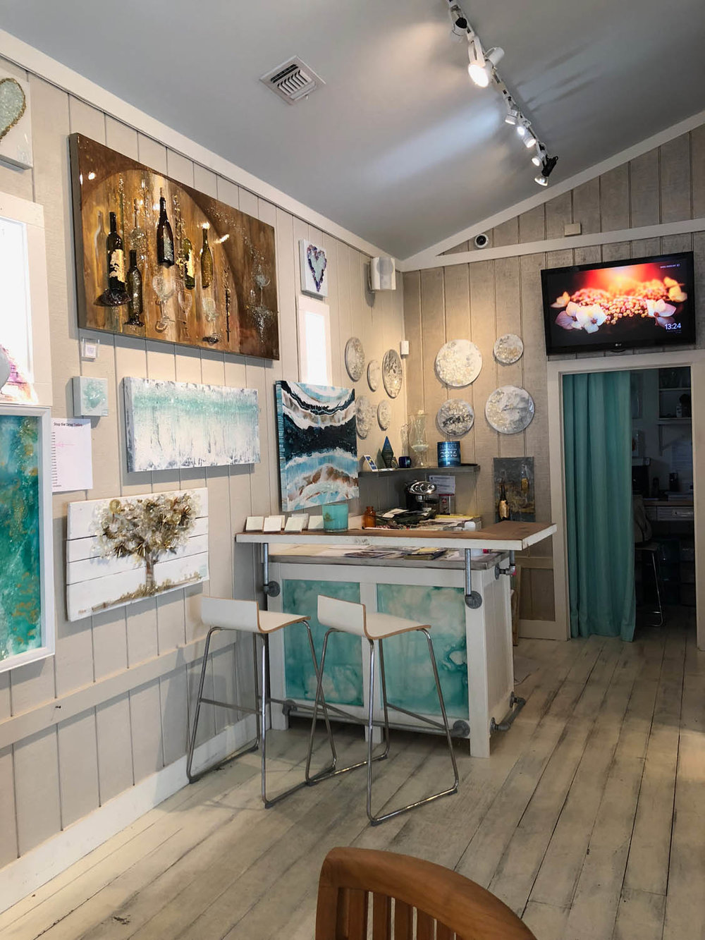 Mary Hong art glass studio in Grayton Beach, Florida