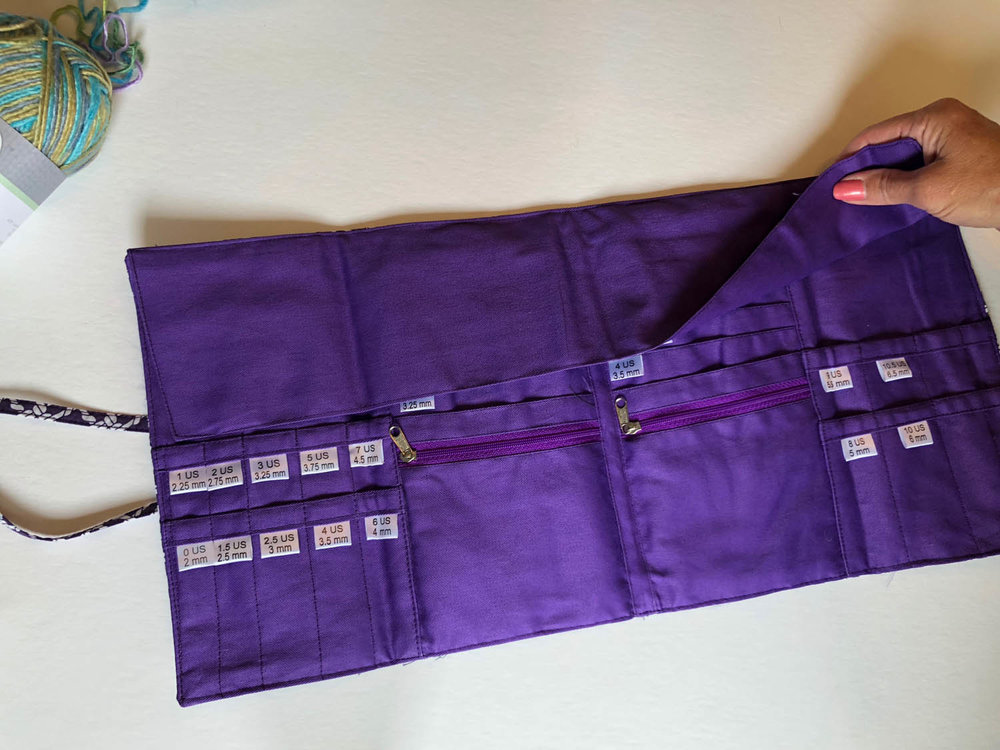 Della Q knitting needle organizer case opened
