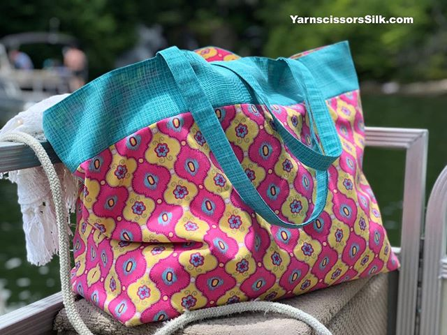 It may be the end of summer but I'm still loving my handmade Tote Bag! For instructions to make your own, take a look at my website http://ow.ly/ubVv50ikZ33-How to make a tote bag with lining. Super fun to sew! #sewing #crafting #craftygirl #ilovesewing #ilovecrafts #makersgonnamake #sewingastherapy #craftstherapy #handmade #creativehappylife #fabric