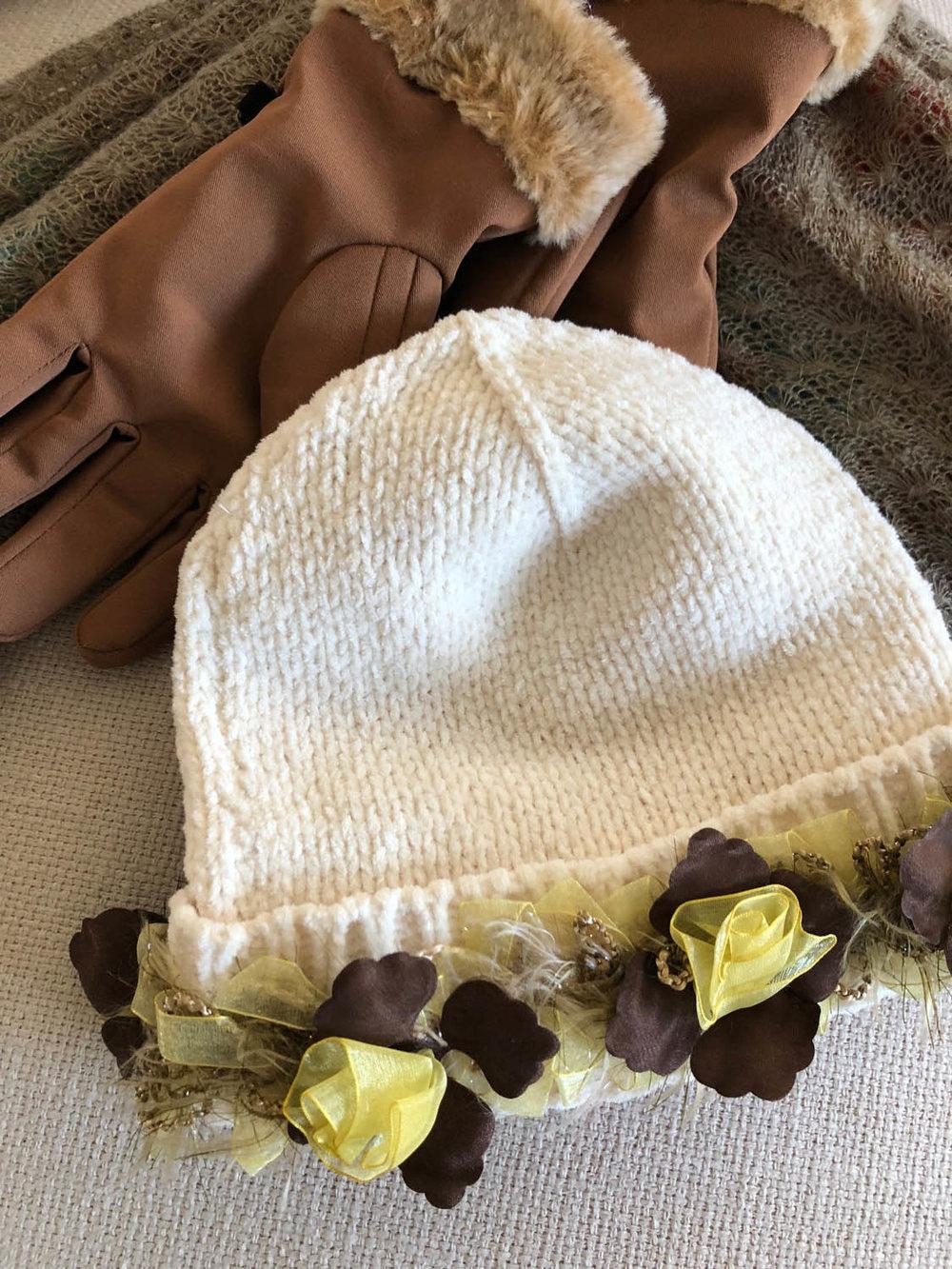 Ladies DIY ribbon-embellished winter hat with gloves