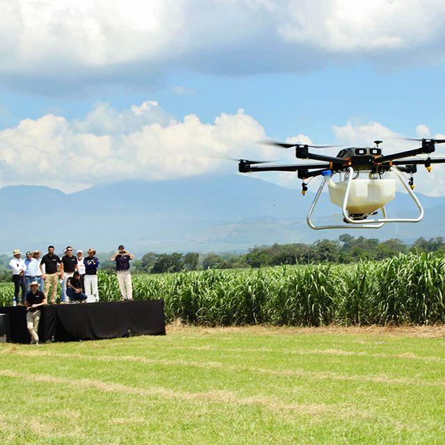 Demo Day  #elsalvador #agriculture #crops #spraying #drones #drone