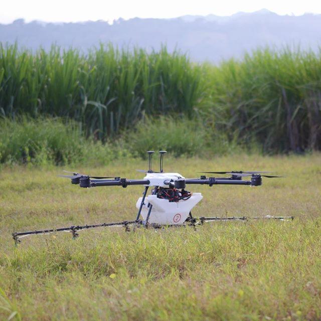 Ready to Spray.⠀⠀⠀⠀⠀⠀⠀⠀⠀ ⠀⠀⠀⠀⠀⠀⠀⠀⠀ #drones #dronestagram #agriculture #spraying #fertilizer #technology #science #drone #dronegear #dronelife #droneporn #crops #sugarcane #elsalvador #sustainability #ecofriendly #business #flight #innovation #autonomous #hylio
