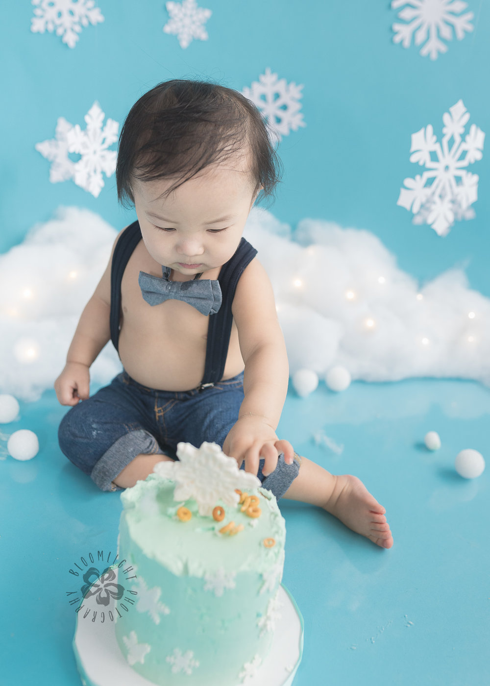 Toronto-North-York-baby-birthday-cake-smash-winter-snowflake-theme-photography (2).jpg
