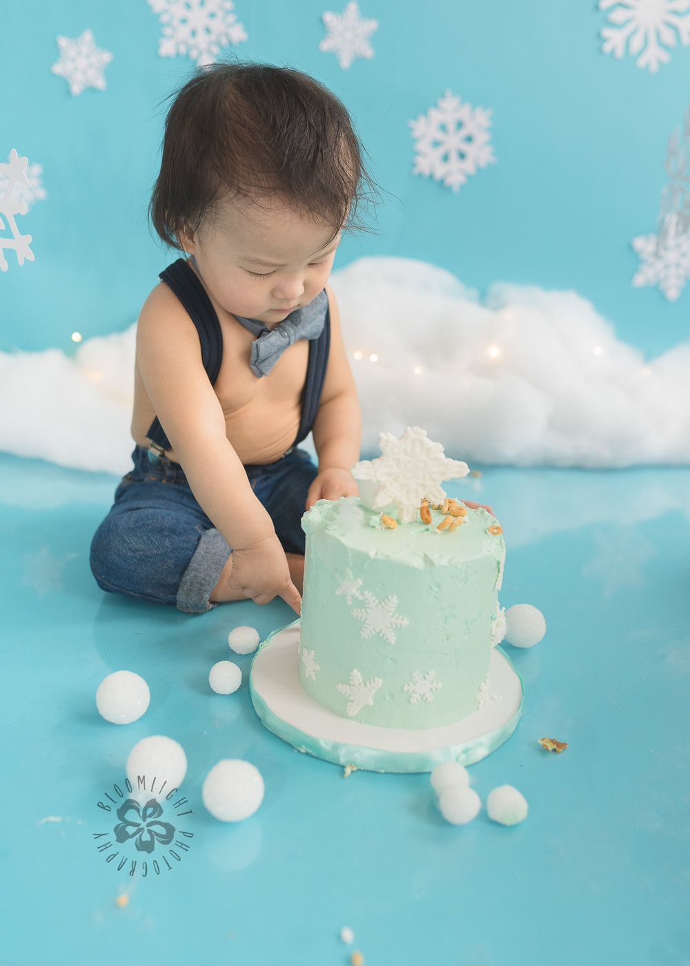 Toronto-North-York-baby-birthday-cake-smash-winter-snowflake-theme-photography (7).jpg
