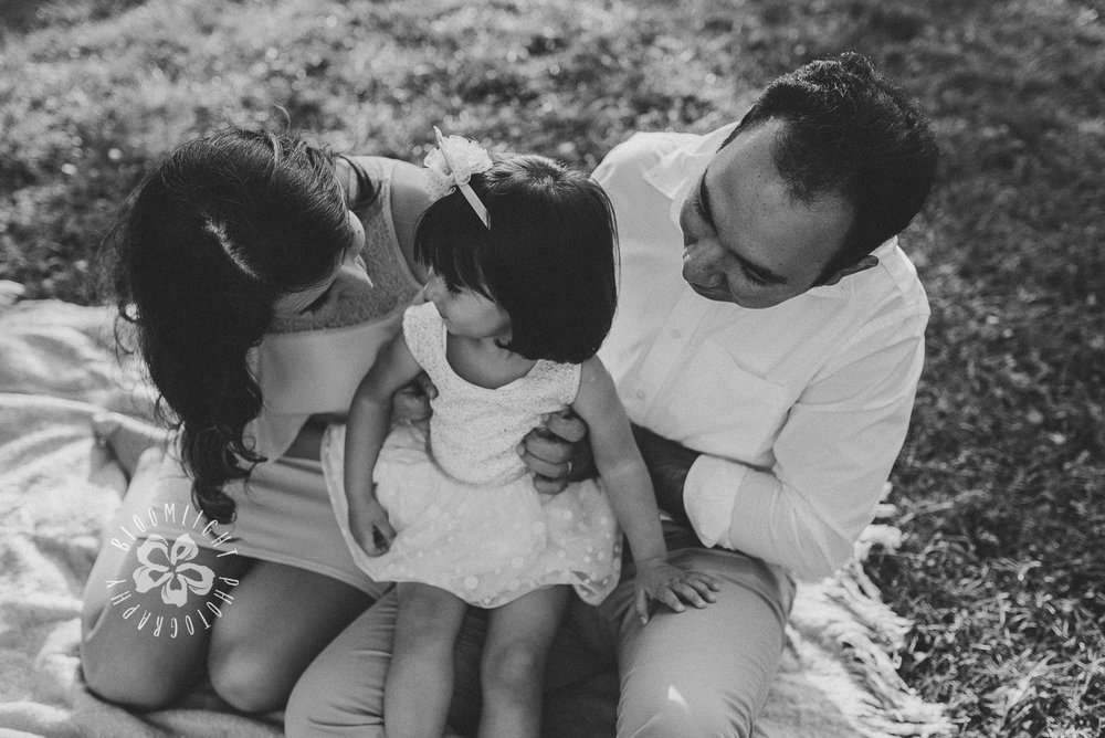 Toronto-and NorthYork-outdoor-family-photo-at-Sunnybrook-Park (3).jpg