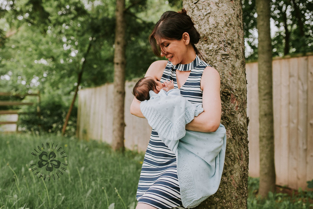 NorthYork-newborn-andmotherhood-outdoor-photography (2).jpg
