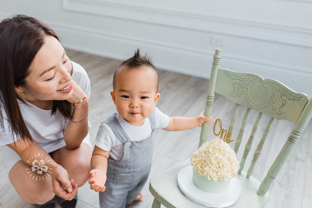 cute-baby-motherdood-photo-studio-Toronto-mint-room.jpg