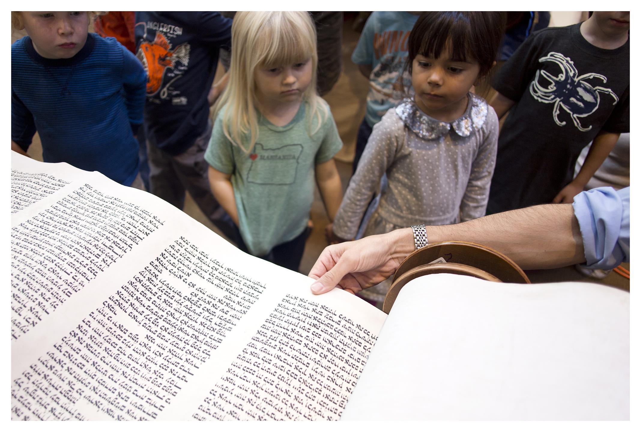 CBSPreschoolStudents&RabbiLeviSelwyn3_CongregationBethSholom_October2015