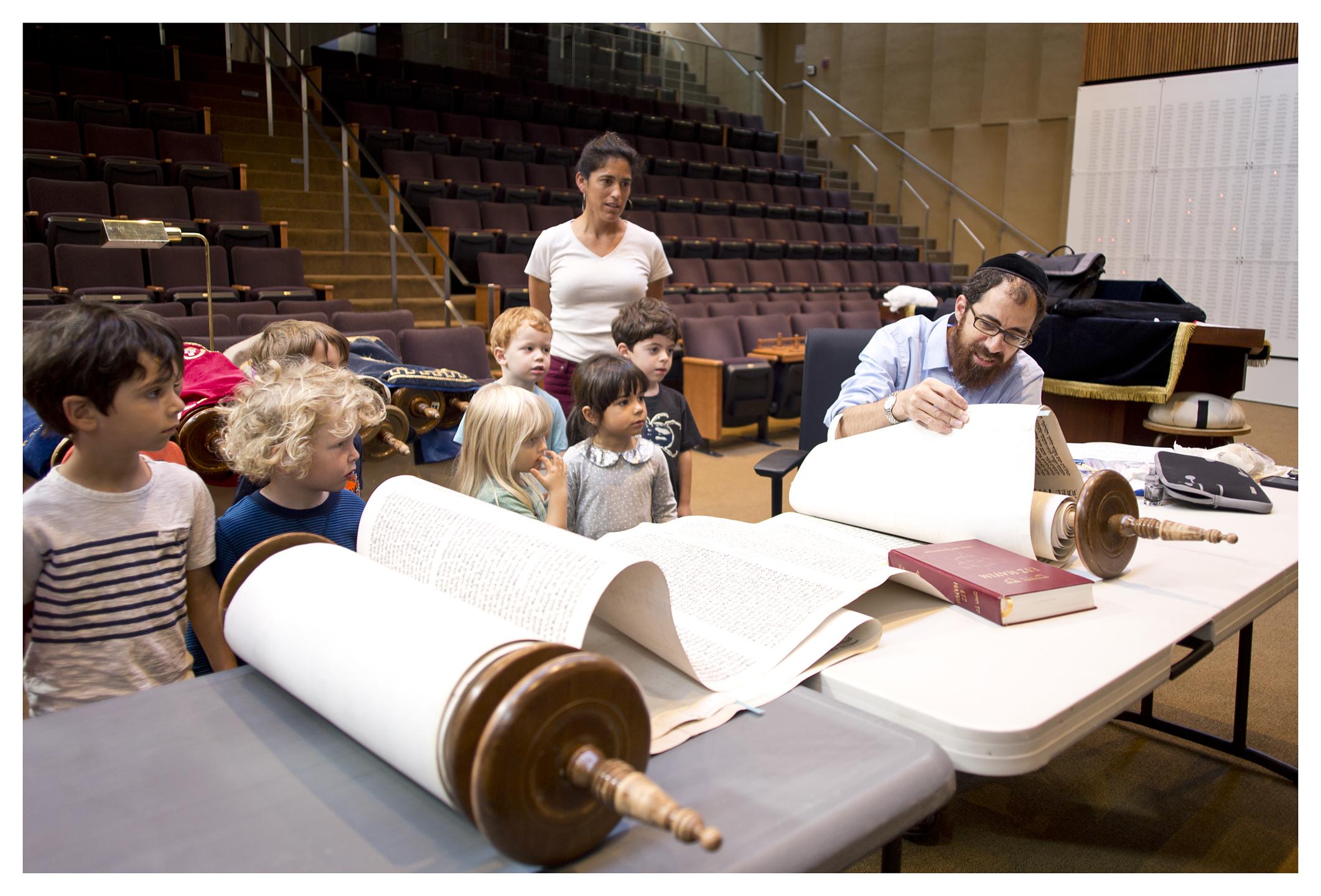 CBSPreschoolStudents&RabbiLeviSelwyn4_CongregationBethSholom_October2015