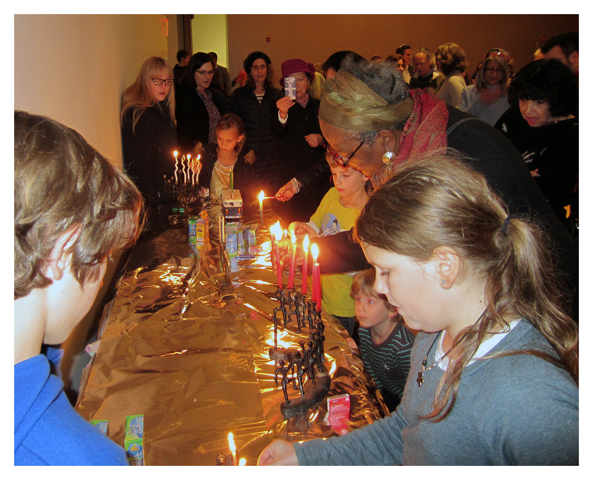 CandleLighting2_CBSCommunityHanukkahCelebration_December2015