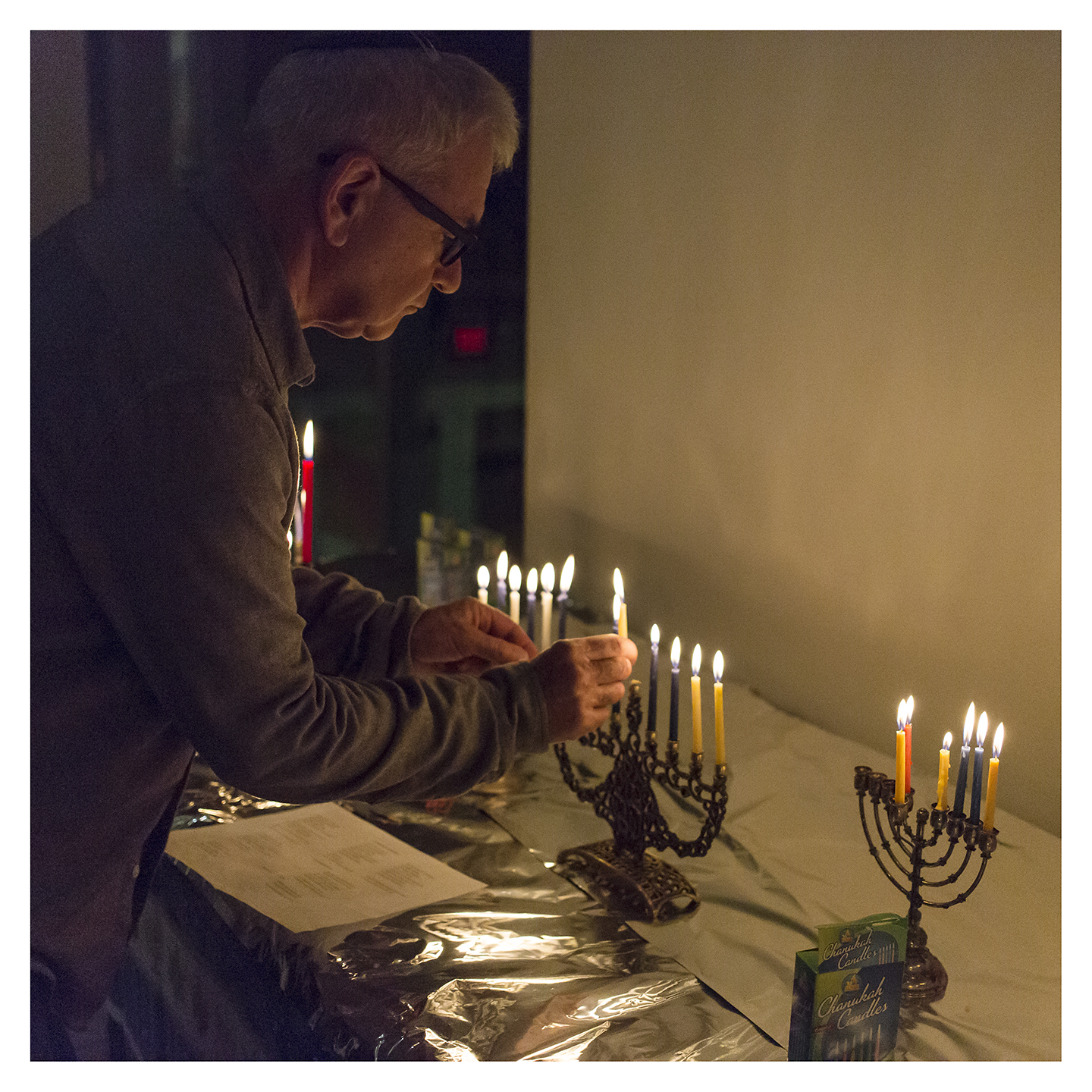 CandleLighting3_CBSCommunityHanukkahCelebration_December2015