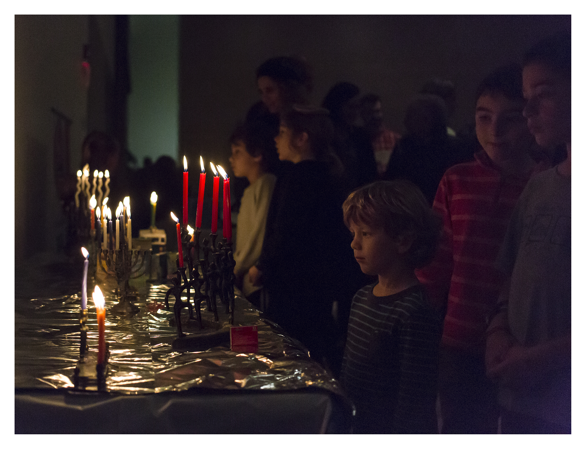 CandleLighting6_CBSCommunityHanukkahCelebration_December2015