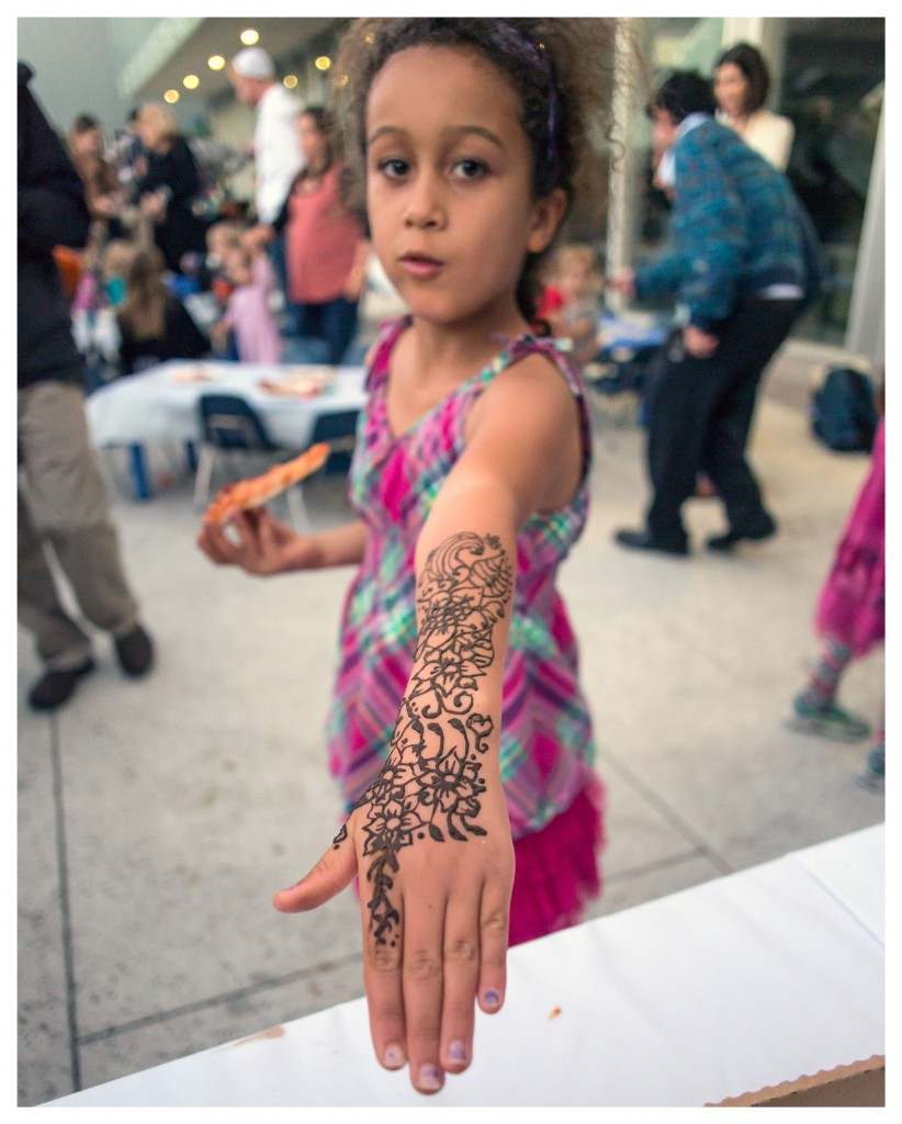 facebook_henna2_pizzainthehut_cbssukkah_evaguntherplaza_october2016