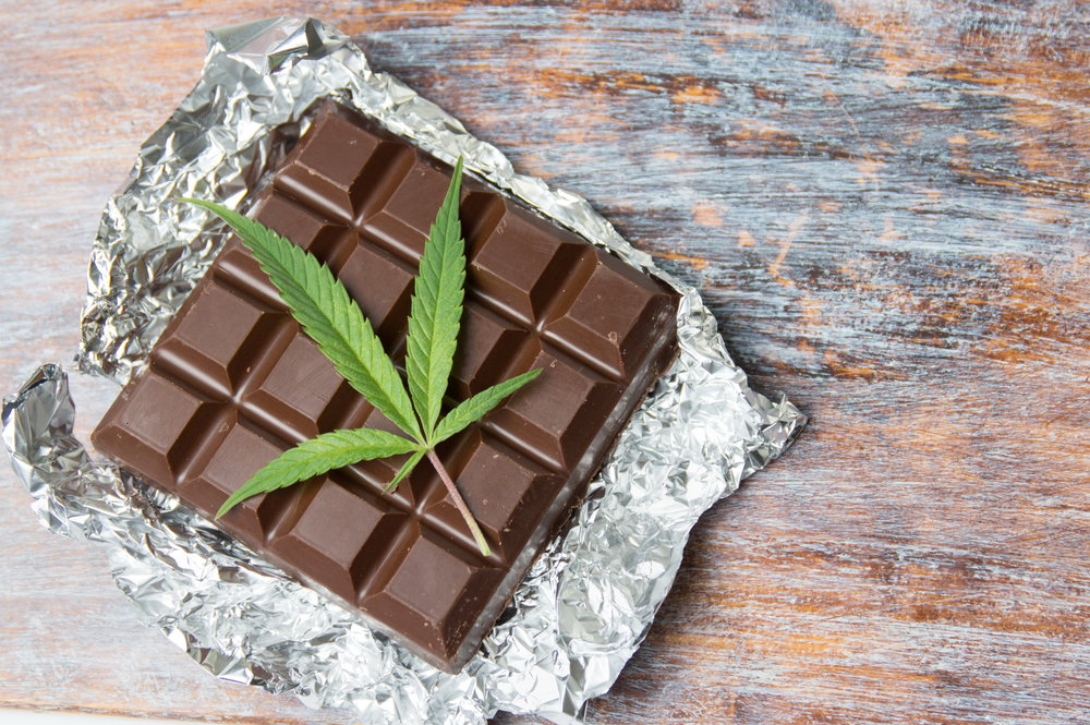 food_cannabis-leaf-chocolate
