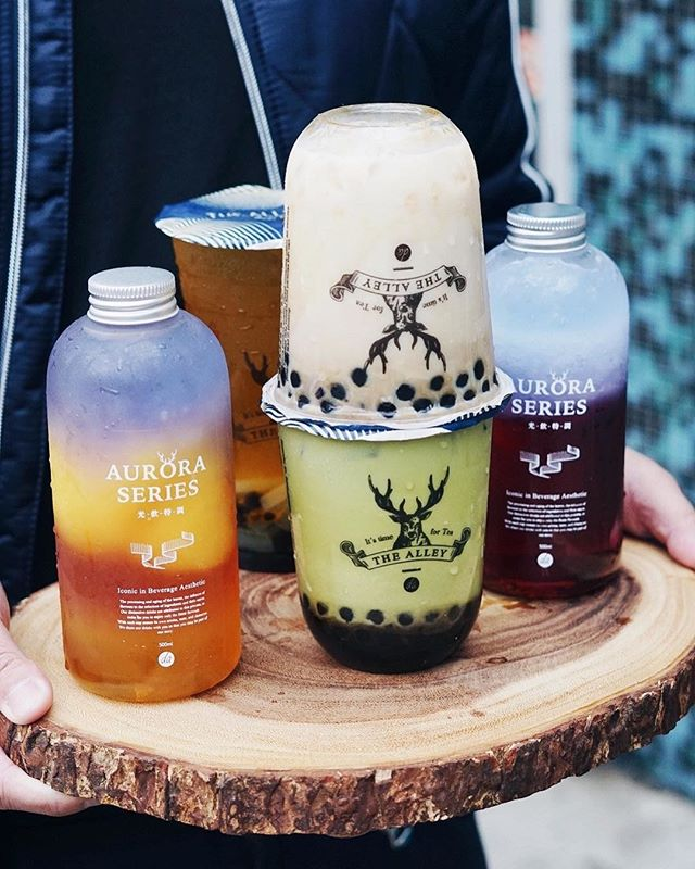 OH HI DEER 🦌⠀⠀⠀⠀⠀⠀⠀⠀⠀ ⠀⠀⠀⠀⠀⠀⠀⠀⠀ Vancouver is finally getting popular Taiwanese bubble tea chain @thealley.ca! The chain has globally known for their in-house handmade tapioca pearls. They have locations in Taiwan, China, Korea, Japan, Hong Kong, Malaysia, Vietnam, Thailand, Philippines and more throughout the world 😱. ⠀⠀⠀⠀⠀⠀⠀⠀⠀ ⠀⠀⠀⠀⠀⠀⠀⠀⠀ This weekend (Apr. 27th and 28th) they'll be giving out 100 free drinks at 3PM to celebrate their grand opening 🎊⠀⠀⠀⠀⠀⠀⠀⠀⠀ ⠀⠀⠀⠀⠀⠀⠀⠀⠀ 💭 Have you had The Alley before?⠀⠀⠀⠀⠀⠀⠀⠀⠀ ⠀⠀⠀⠀⠀⠀⠀⠀⠀ 📸: @sopheats of Deerioca and Aurora Series