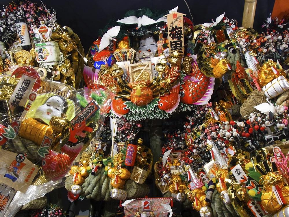 Elaborate kumade rakes at Chokokuji's Tori no Ichi in Asakusa © TCVB