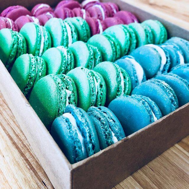Be the office hero. Bring macarons. #macarons  #yum  #mood  #friday  #loveyourjob  #instagood  #spreadlove