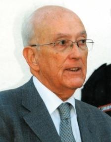 Il Prof. Alessandro Finazzi Agrò è ordinario di Biochimica e Rettore emerito dell'Università degli Studi di Roma Tor Vergata