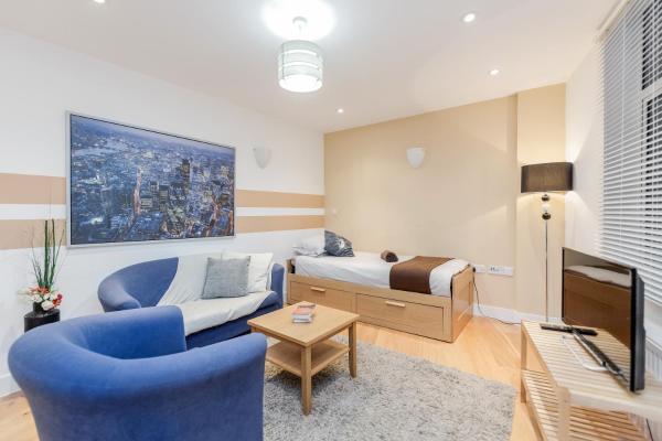 - FLAT 8 Bedrooms 2 | Bathrooms2