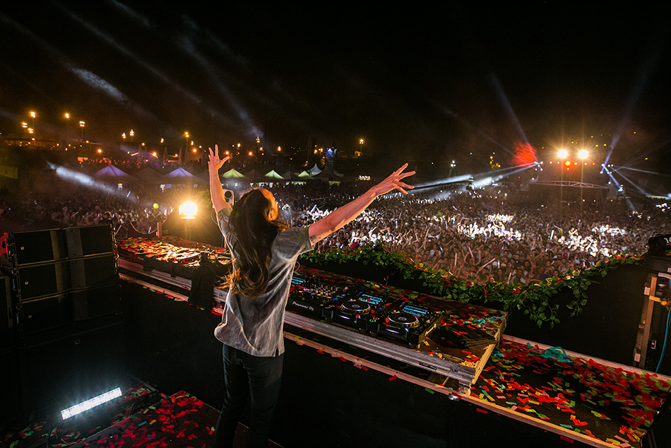 UNITE-with-tomorrowland-barcelona-Steve-Aoki-11.jpg