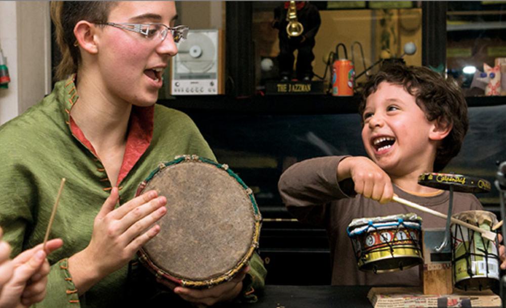 Talacatak - Acteur de l'ESS, l'association Talacatak développe la facture d'instruments de musique inspirés de la culture brésilienne, et conçus sur la base du réemploi de déchets.Talacatak proposera également des ateliers pédagogiques de fabrication d'instruments lors du marché de noël de La Petite Surface !Voir le siteS'inscrire à un atelier
